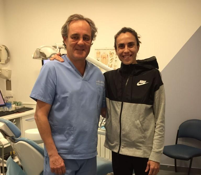 """La Atleta """"mama"""" Nuria Fernández visita nuestra clínica"""
